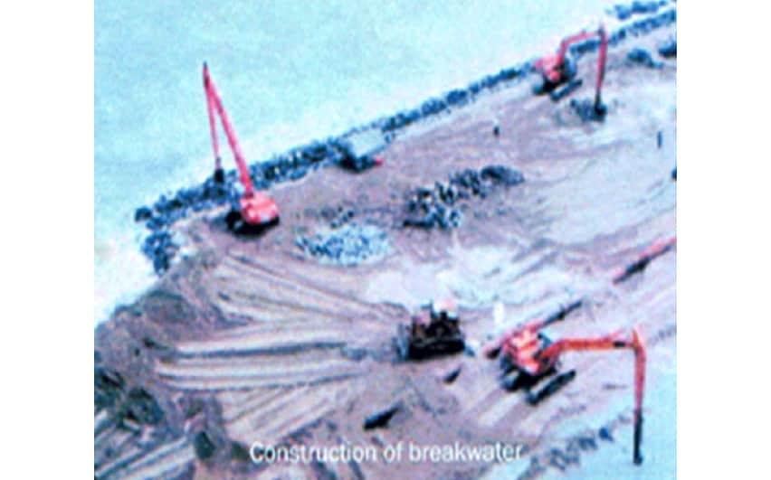 Construction of breakwater - HKT